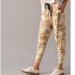 Essential crop pant camo print tan